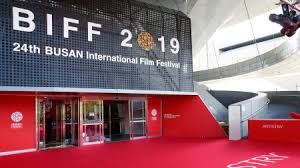 Busan Film Festival Ducks Typhoon, opening with a festive note